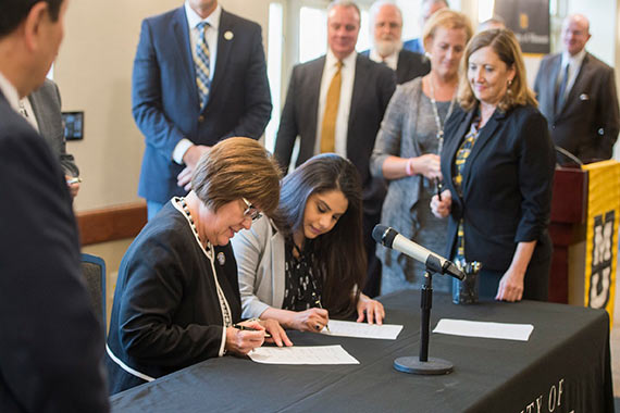 Agreements are signed to create partnership between MU and the Missouri Community College Association