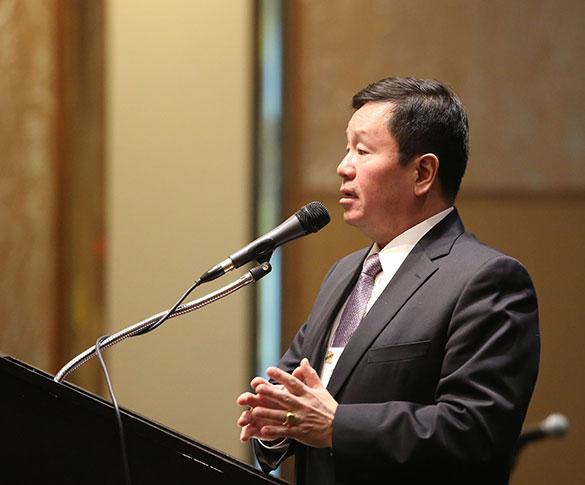 Mun Y. Choi at podium